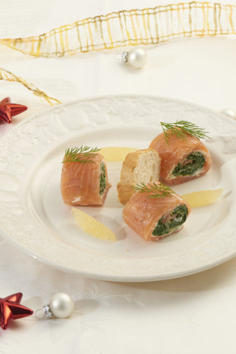 Rolada szpinakowa z cytrynowym serkiem i łososiem