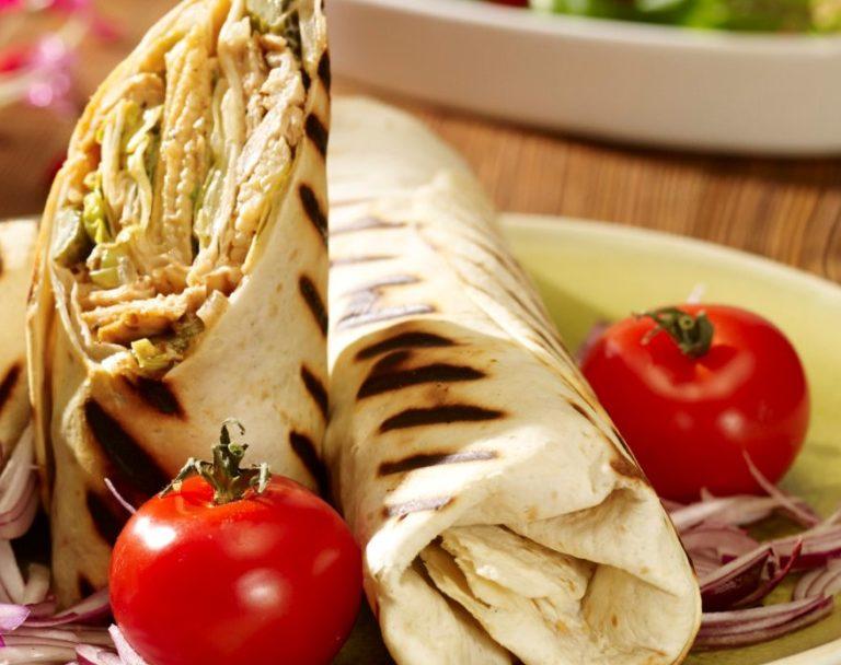 Sałatka z kurczakiem kebab-gyros