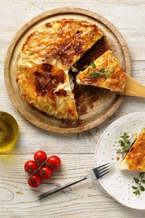 Quiche z ciasta filo ze szpinakiem i oliwkami