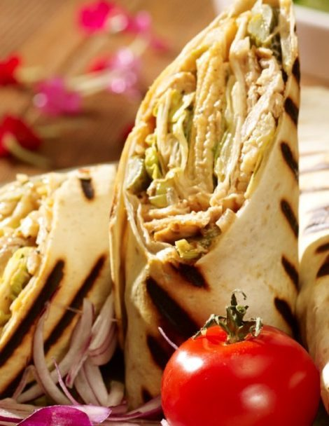 Csirkés salátás gyros-kebab