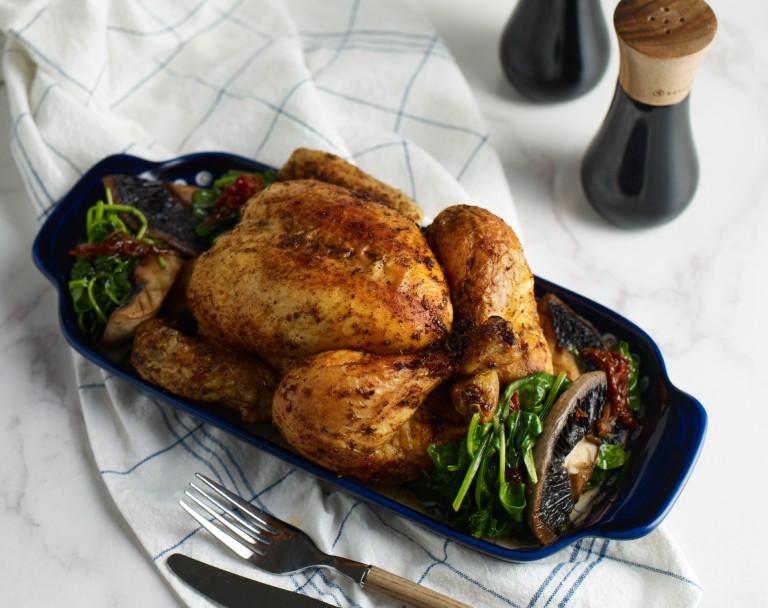 Pieczony kurczak ze szpinakiem i grzybami portobello