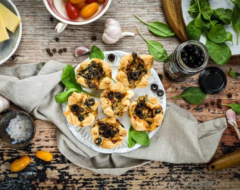 Muffiny ze szpinakiem i oliwkami