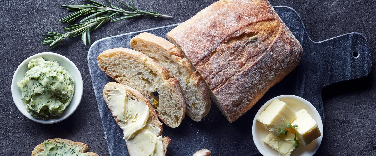 Przepisy na proste wypieki domowe – chleb, ciabatta, bułeczki